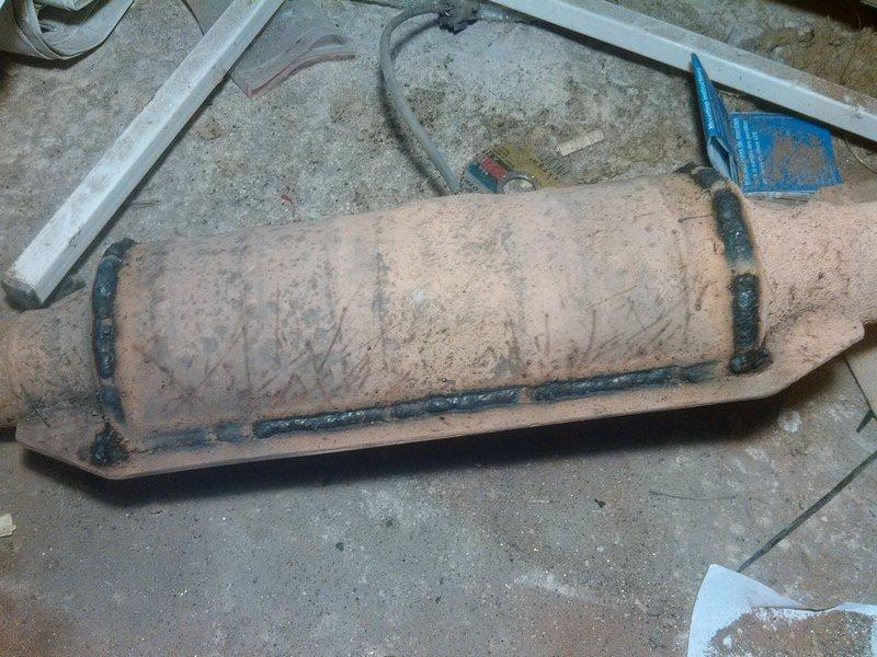 Вот пример вырезанного катализатора и заваренного корпуса